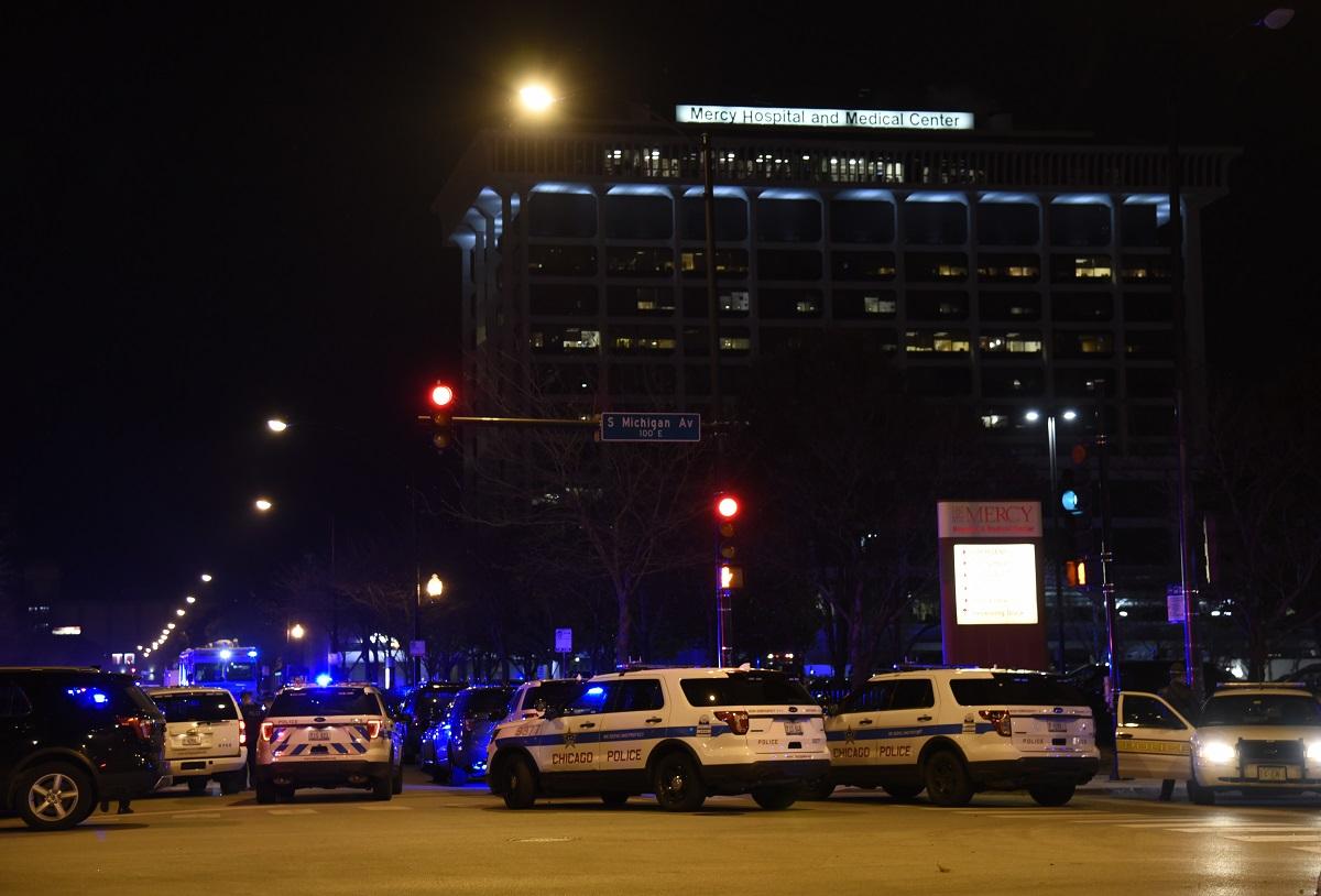 Tiroteo en el hospital de Chicago que mató a tres personas posiblemente desencadenado por una disputa doméstica