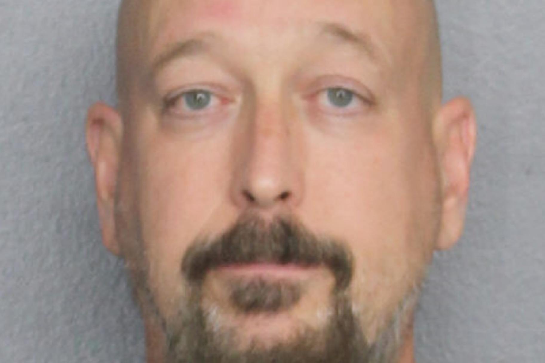 Moški s Floride naj bi bil razkosan sostanovalec, trdi, da je bil 'naslednji množični morilec', pravi policija