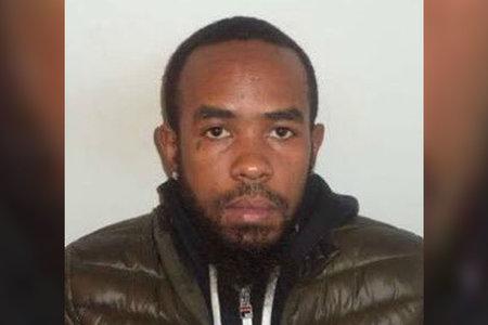 אדם שהואשם ברצח מישהו מעל כריך עוף של פופיז נעצר