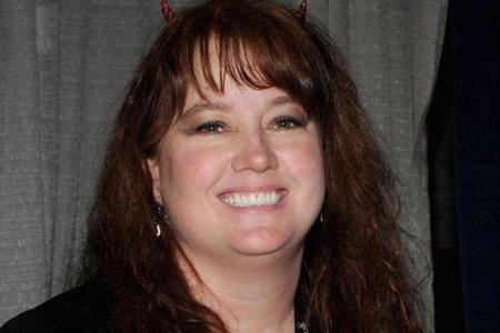Populær fantasyforfatter hævder, at hendes mand forgiftede hende for at vinde sine penge