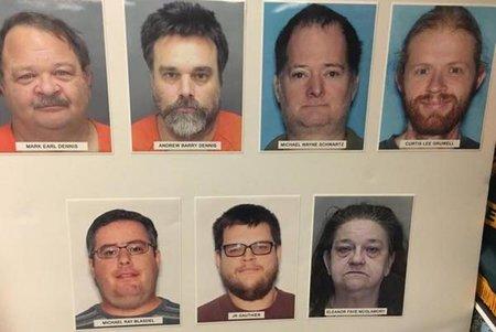 7 arrestados en Florida después de presuntamente usar una aplicación de juegos para atraer a un adolescente a la esclavitud sexual