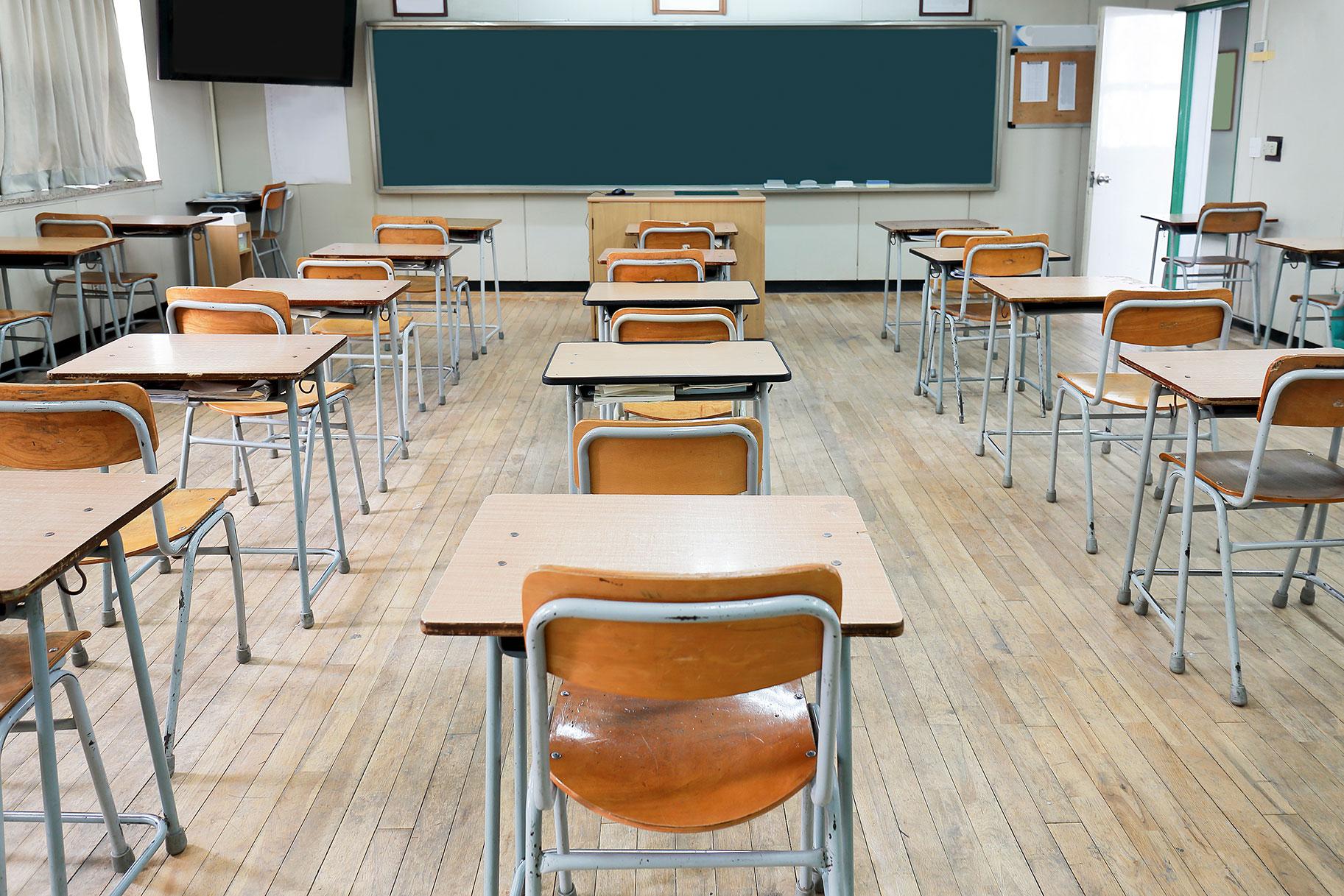 מייסד בית הספר הפרטי כריסטיאן מתחנן על תלמידי מכות, חנק