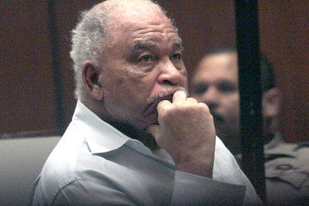 Ο Prolific Serial Killer ομολογεί ότι σκοτώνει τον έφηβο, δεκαετίες μετά τον άνθρωπο με ένα IQ 58 ετών καταδικάστηκε εσφαλμένα για το έγκλημα