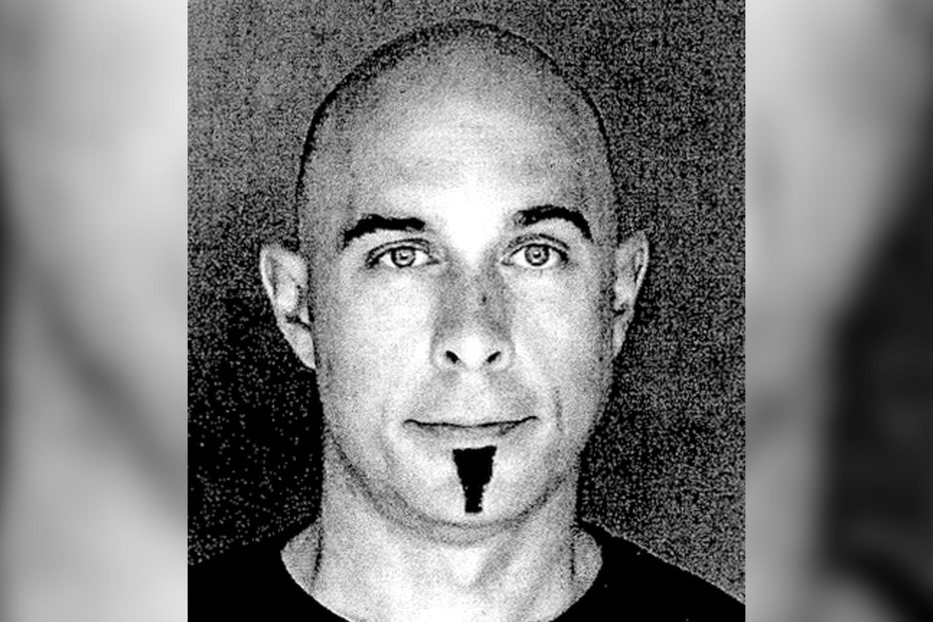 איש רוצח אשתו לשעבר של חבר בשוד לא נכון