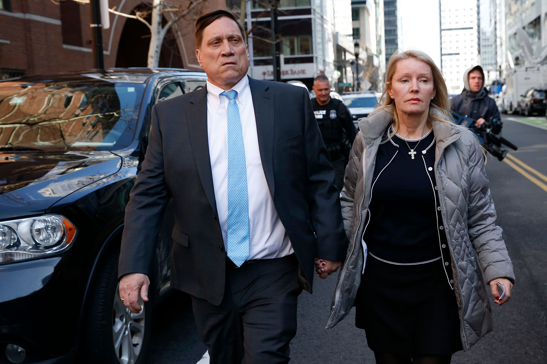 Oče čaka sojenje na fakulteti Škandal toži Netflix zaradi dokumentarnega filma 'Operacija Varsity Blues'