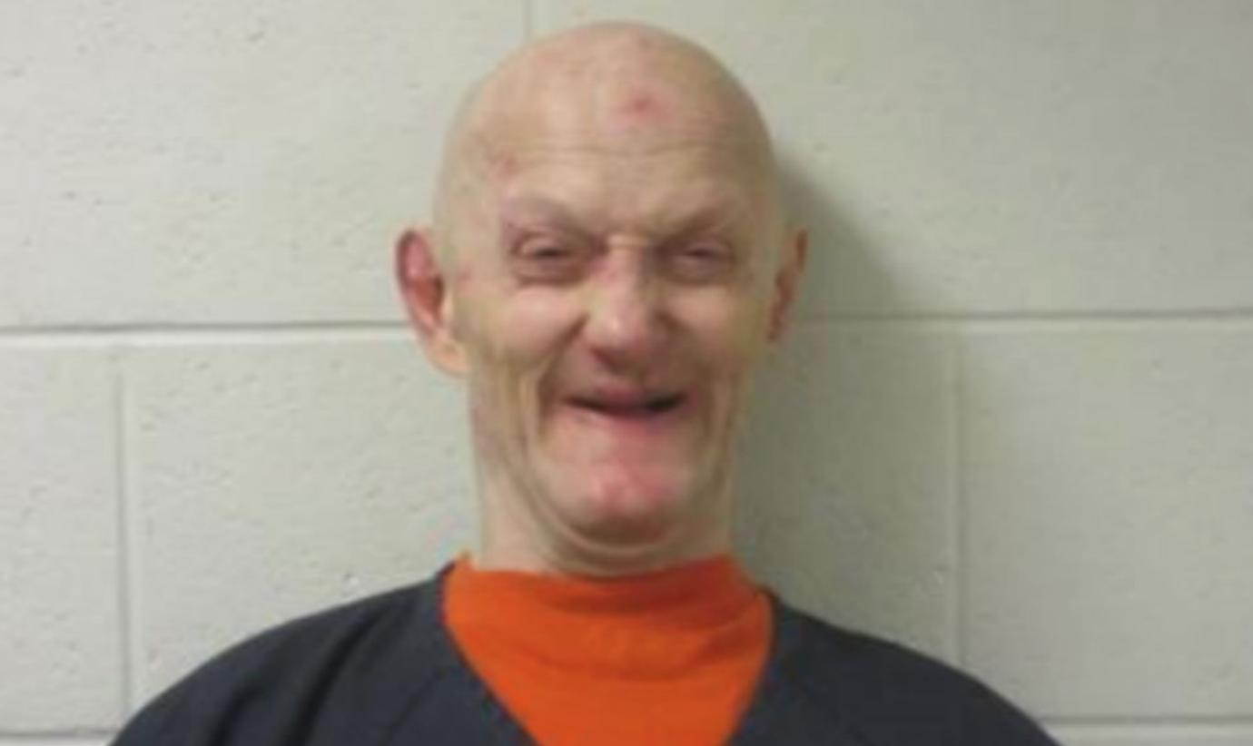 El hombre que celebró la 'fiesta de la muerte' impulsada por metanfetamina para su esposa llega a prisión
