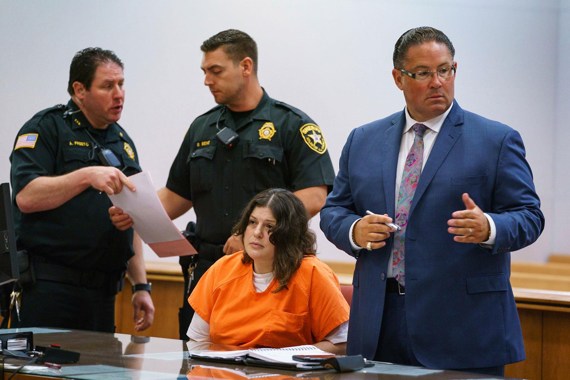 עורכת דין לאישה שהרגה את אמה, סבתא אומרת שרציחות היו 'בלתי נמנעות'