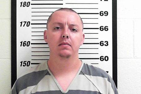 Hombre en la cárcel por cortarle la garganta a su ex esposa intenta contratar a un sicario para matarla
