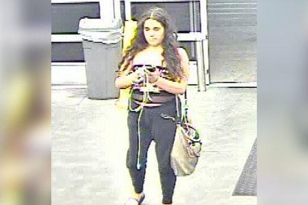 'Jove dama' presumptament fa pipí a les papereres de Walmart i, després, s'entrega