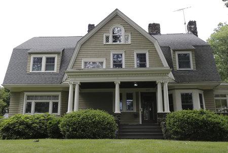 Casa espeluznante de Nueva Jersey acosada por 'The Watcher' finalmente vendida, pero a cambio de una pérdida