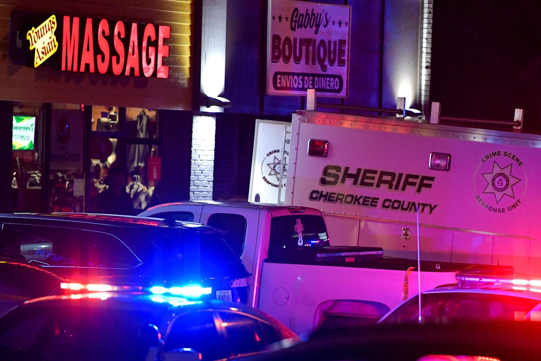 Strzelaniny w 3 salonach masażu w Atlancie pozostawiają 8 zabitych; Wiele ofiar jest pochodzenia azjatyckiego