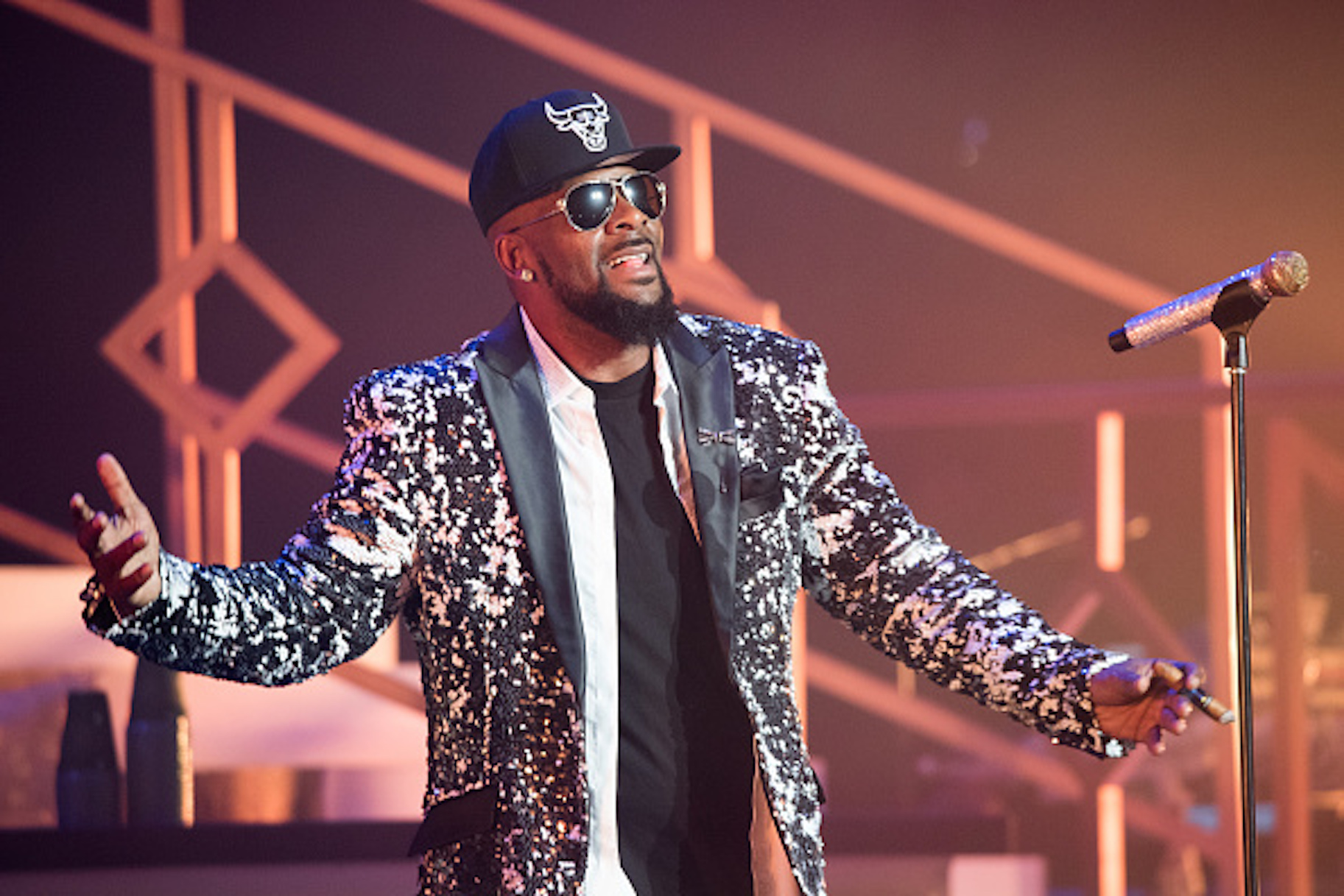 'Me importa un carajo la protección de un violador infantil en serie:' Los músicos hablan después de 'sobrevivir a R. Kelly'