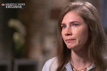 Μια δακρυσμένη Amanda Knox αποκαλύπτει γιατί εξακολουθεί να είναι μερικές φορές «πραγματικά φοβισμένη», χρόνια μετά την απαλλαγή