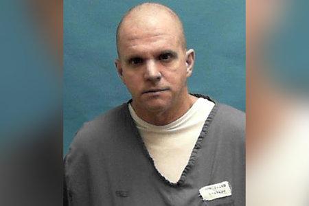 Službenik za izvršenje kaznenih sankcija na Floridi navodno je smrtno pretukao zatvorenika u lisicama