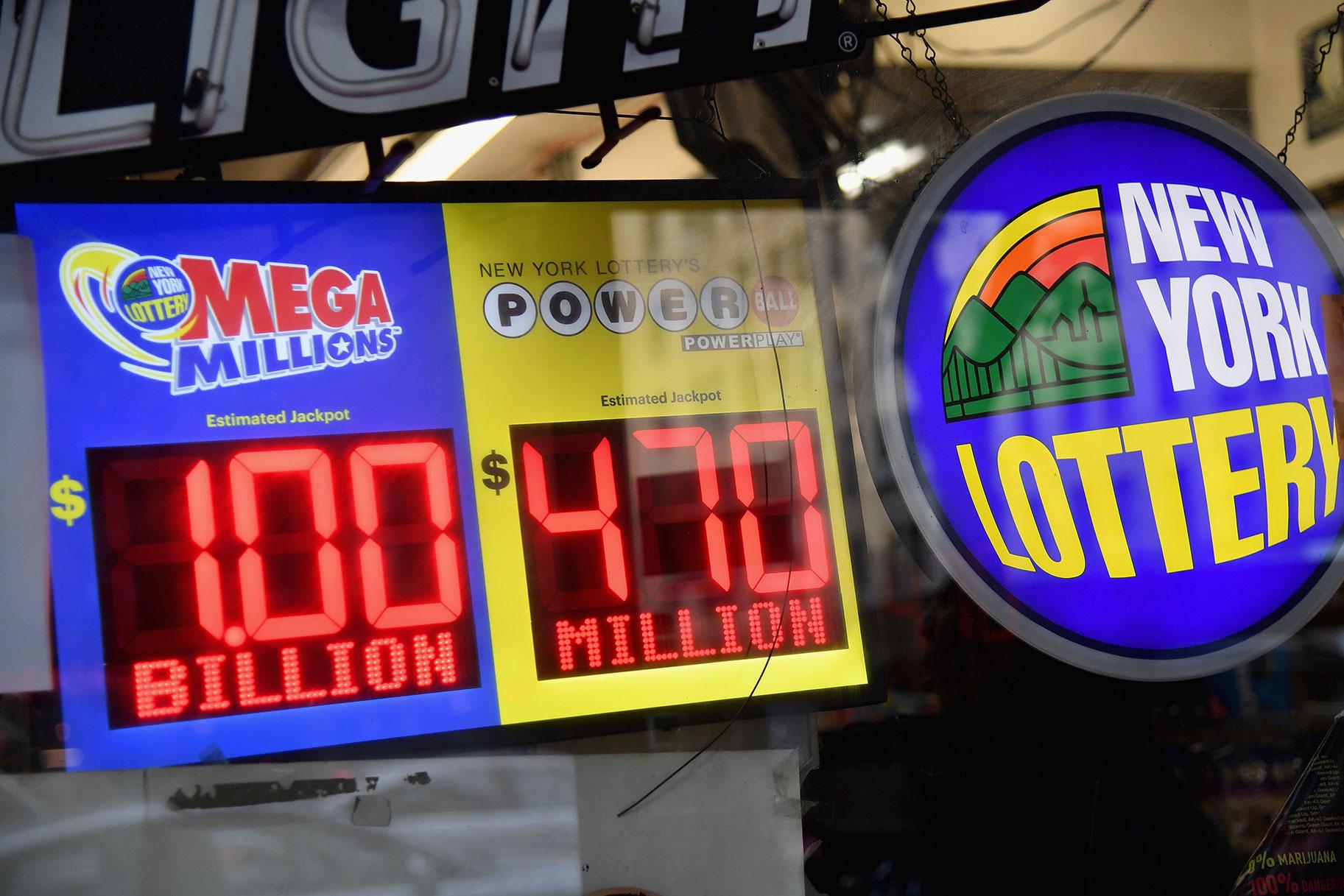 'Lottery Lawyer' dan rakan sekerja Mob yang dituduh menipu $ 107 juta daripada pemenang Jackpot