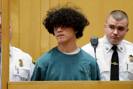 15-årige angiveligt hovede, afskårne arme af klassekammerat i pasform af jaloux raseri