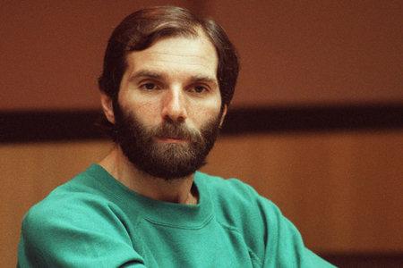Ronald DeFeo Jr., Obiteljski ubojica koji je nadahnuo 'Užas Amityvillea', umro u pritvoru