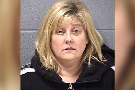 Maestra de Illinois enfrenta tiempo en la cárcel por supuestamente dormir con un estudiante menor de edad a quien estropeó con regalos