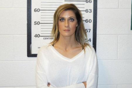 Il giudice si rifiuta di firmare un patteggiamento per una donna accusata di aver fatto sesso con adolescenti
