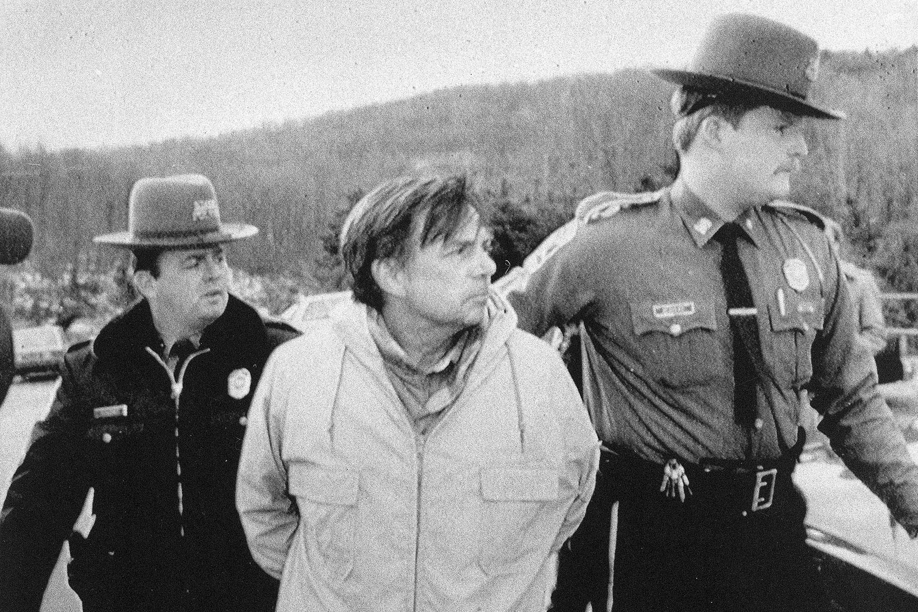 Hombre de Connecticut condenado por alimentar a su esposa con una trituradora de madera liberado de la prisión antes de tiempo