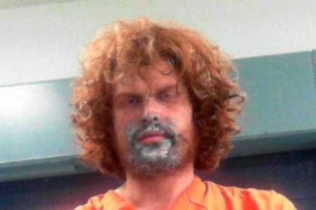 Ο άντρας κατηγορήθηκε ότι χτύπησε τη μαμά του με σπάτουλα μετά από να χτυπήσει το χρώμα