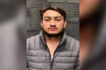 Mand beskyldt for at have dræbt kærestens 3-årige søn ved at 'gentagne gange stampe' hovedet ned i jorden