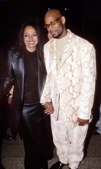 Hvem er Joycelyn Savage, og hvorfor dater hun med R. Kelly?