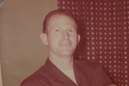 Víctima de asesinato en Florida identificada 35 años después de su muerte gracias a una hebilla de cinturón grabada