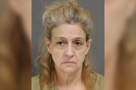 Ženska iz New Jerseyja, domnevno umorjena sostanovalka s tušem in razdelilnikom trakov