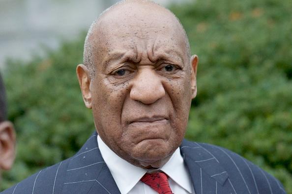Bill Cosby kohtuprotsess: 'Cosby Show' ülemine protestija kiirustab koomikut väljaspool kohtumaja