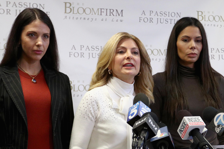 'Seagal era más del doble de mi tamaño y más del doble de mi edad:' Steven Seagal acusado de agresión sexual por parte de dos mujeres
