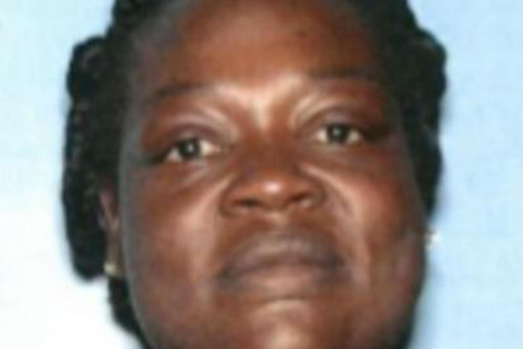 4 בני משפחה הותקפו לכאורה, דקרו את המלצרית של אפלבי שהברישה אחת מרגליהם