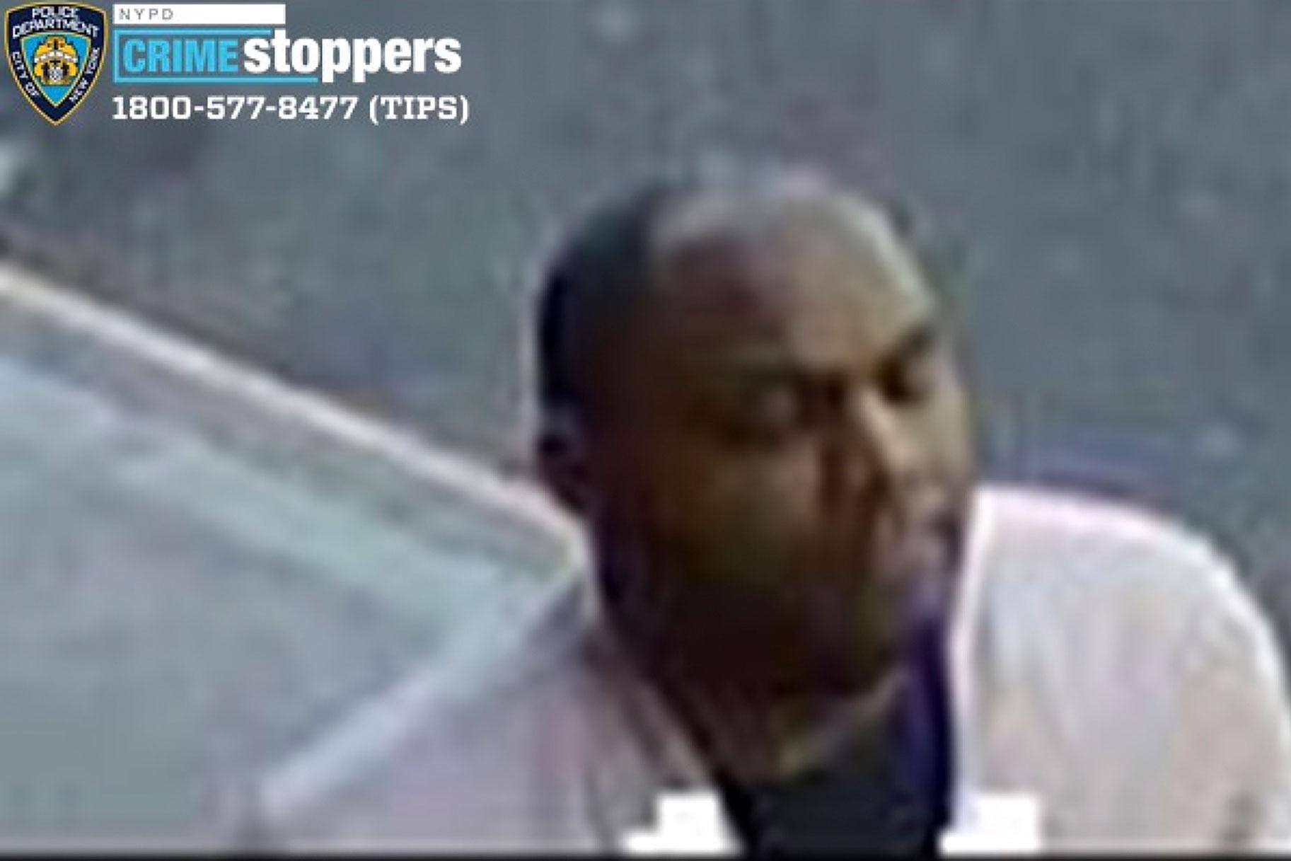 증오 범죄 혐의로 기소 된 아시아 여성에 대한 폭력적인 거리 공격으로 체포 된 뉴욕 남자
