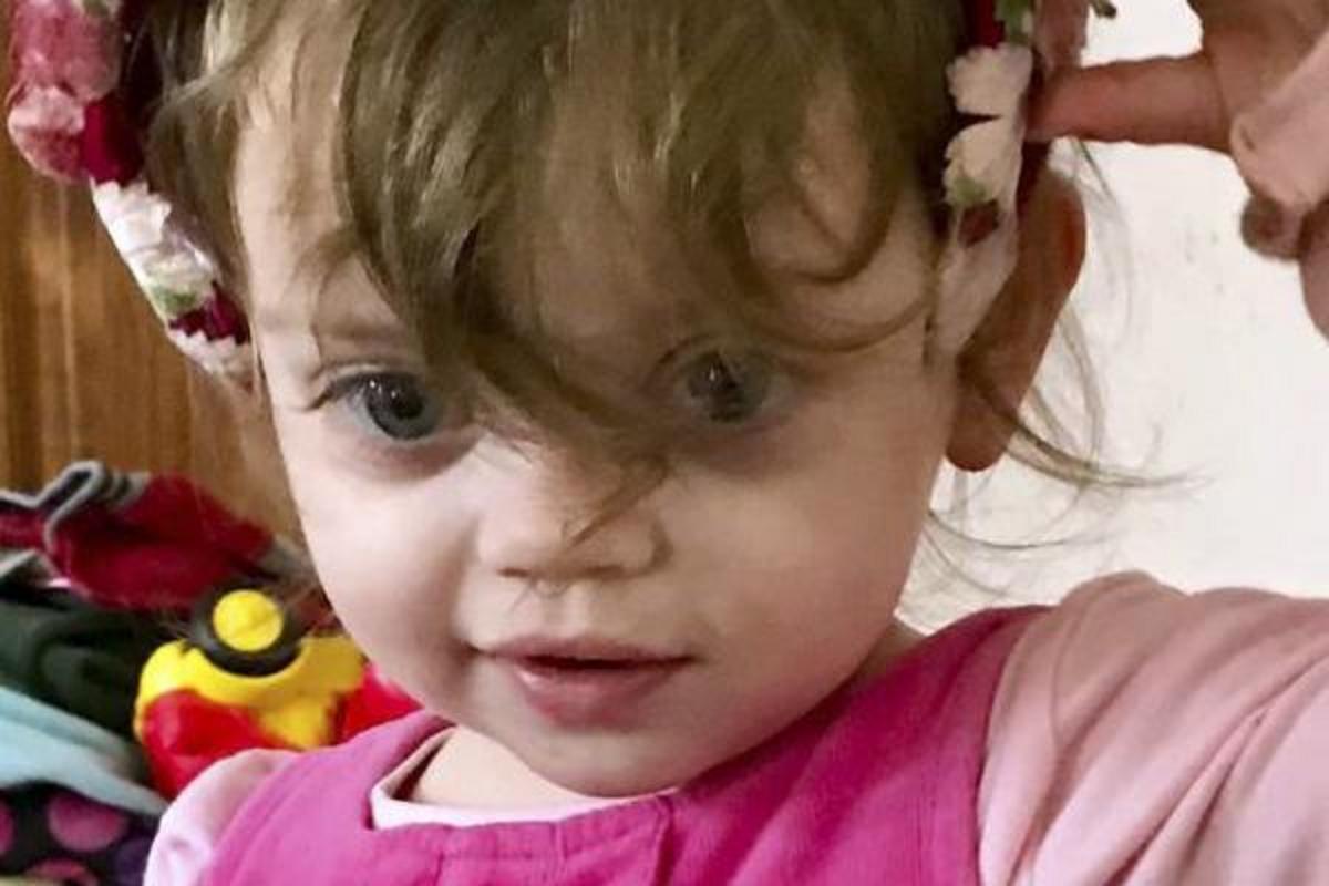 Το κορίτσι, 2 ετών, βρέθηκε κατεψυγμένο μέχρι θανάτου εκτός οικογενειακού σπιτιού, φορώντας ακόμα τις πιτζάμες της