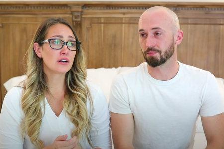 Par YouTube Influencer nadaljuje z objavljanjem videoposnetkov po 'odhodu' avtističnega sina
