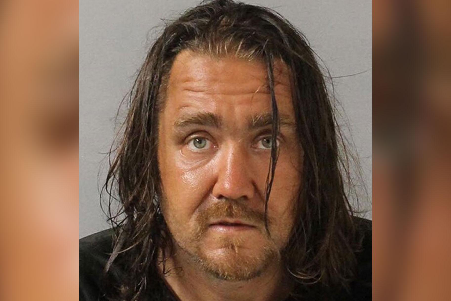 Mees arreteeriti naise verandal masturbeerimise eest vaid nädalate pärast väidetavalt noore tüdruku haaramist