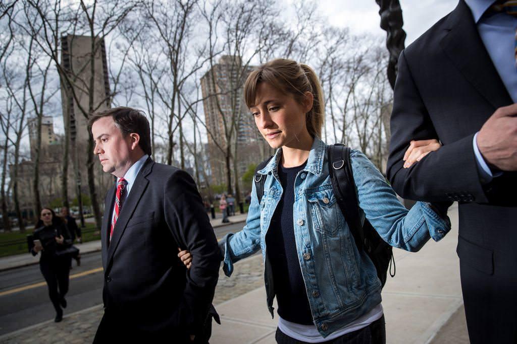 Ex miembro de NXIVM afirma que Allison Mack la instruyó para inventar una historia de abuso de incesto como material de chantaje
