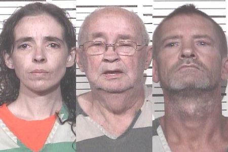Familie arresteret efter 18 måneder gammel fundet i bur i 'Horrific' hjem fyldt med slanger, rotter og mus, siger myndighederne