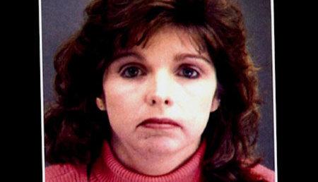 Lynn Turner는 데이트하고 경찰과 결혼하는 것을 좋아했고 그녀는 그들을 죽였습니다.