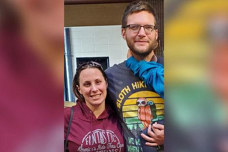 4 arrestados por asesinato de pareja encontrada muerta a tiros en su porche incluye ex esposa de víctima