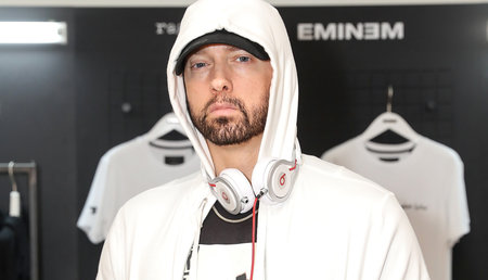 Η Kala Brown, η γυναίκα που διασώθηκε από το Serial Killer, ανταποκρίνεται σε αναφορά στο κομμάτι του Eminem