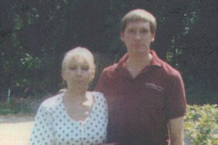 La familia de una mujer desaparecida se entera de que la primera esposa de su esposo fue asesinada y metida en una caja de madera contrachapada