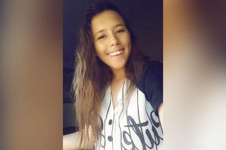 Estudiante encontrada muerta después de llamar a su mamá para decirle que estaba camino a casa