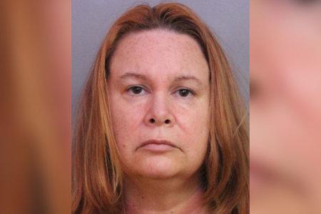 Maestra de Florida arrestada después de supuestamente decirle a una fiesta que le practicó sexo oral a un adolescente
