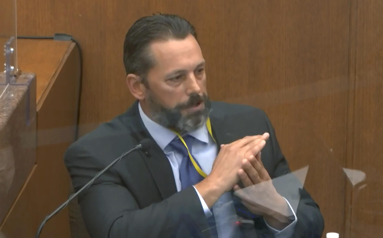 Politseiametnik tunnistab, et endine võmm Derek Chauvin koolitati kaelasurvet vältima