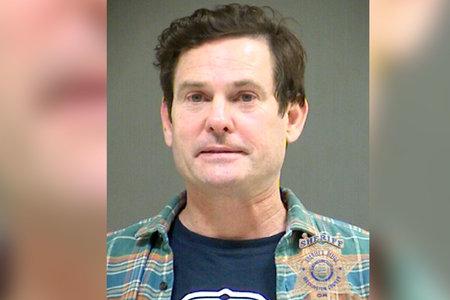 כוכב 'E.T.' הנרי תומאס התחבל לכאורה בבדיקת שתן, מאיים על קצין לתבוע במהלך מעצר DUI