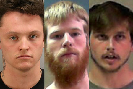 4 meest tappis väidetavalt mehe 40 dollari suuruse võla tõttu ja tappis seejärel kaks naist, kes olid mõrva tunnistajad