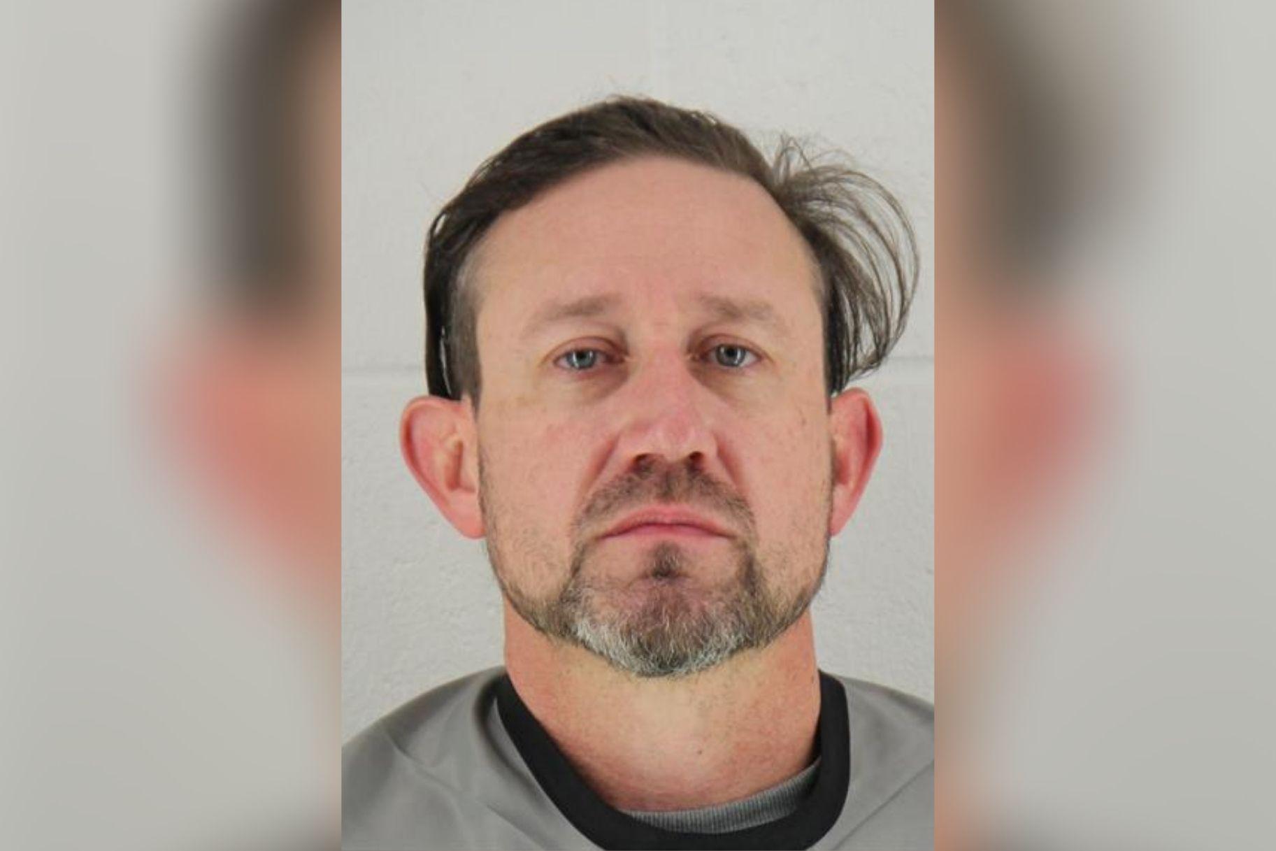 Собственикът на наркозависимия в Канзас е обвинен в трафик, след като полицията твърди, че е намерила наркотици и пари в колата му