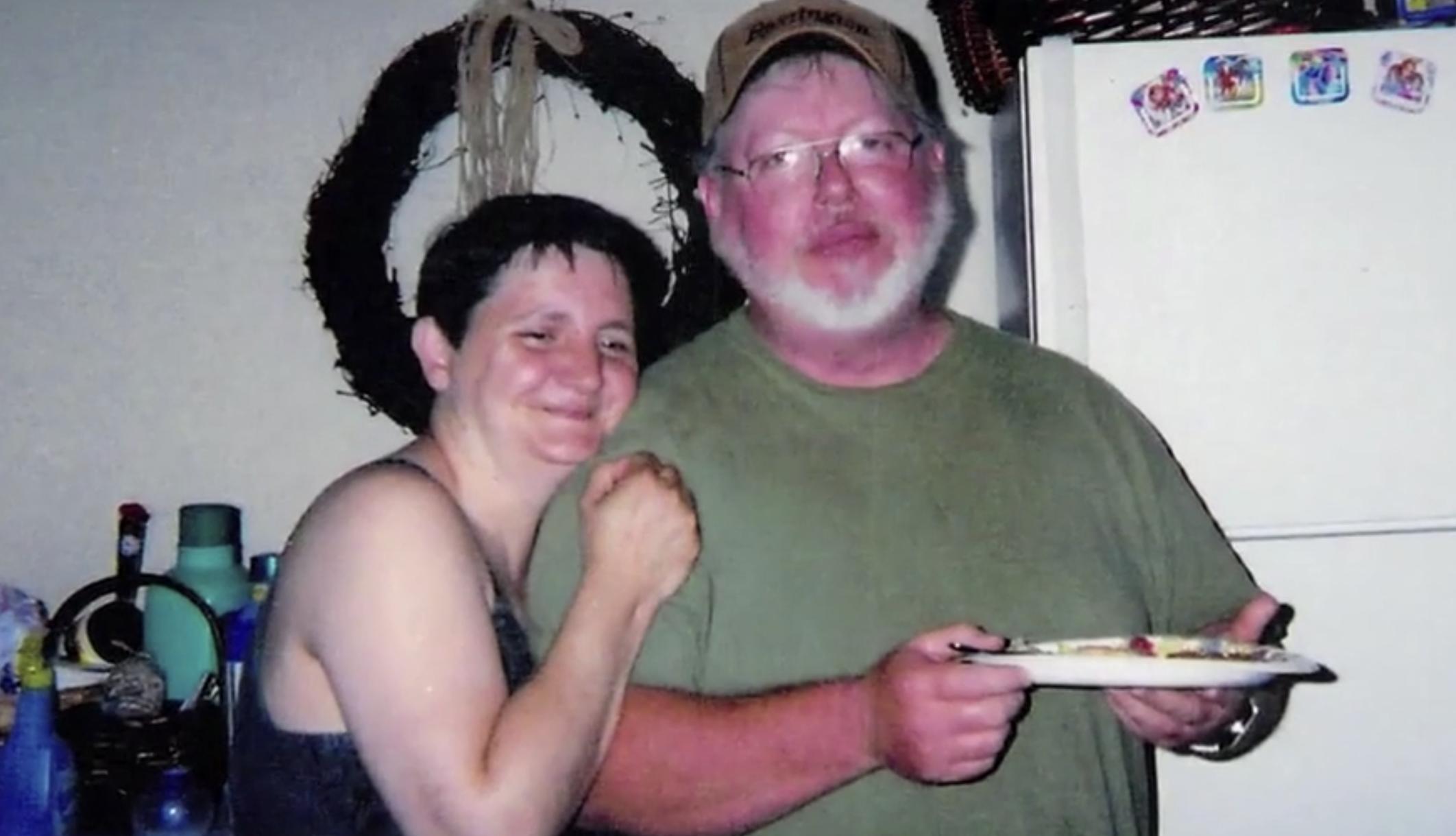 L'home assassina violentament els pares pel seu pagament de l'assegurança de vida de 240.000 dòlars