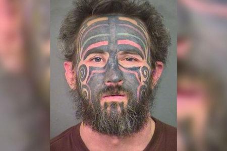 La policia de CA diu al públic que no 'ataca' un depredador sexual tatuat anomenat pirata